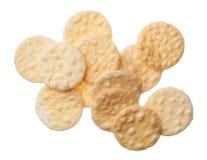 Rijstcrackers op witte achtergrond worden geïsoleerd die stock afbeeldingen