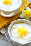 Rijstebrij met citroenschil Stock Fotografie