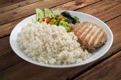 Rijsthavermoutpap met kip en groenten stock afbeelding
