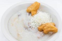 Rijsthavermoutpap met met gebraden gebakjes in Thaise stijl Stock Afbeelding