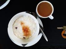 Rijsthavermoutpap voor ontbijt Royalty-vrije Stock Fotografie