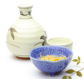 Rijstwijn met Japans voorgerecht Royalty-vrije Stock Foto