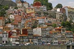 Rijtjeshuizen op steile helling Royalty-vrije Stock Afbeeldingen