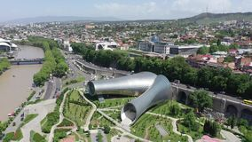 Rike Park e o pal?cio presidencial em Tbilisi video estoque
