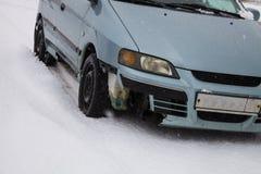 Rikligt slut för bruten bil upp Arkivbilder