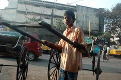 Rikscha-Abziehvorrichtung in Kolkata Lizenzfreie Stockbilder