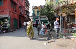 Rikschafahrer, der in Kolkata arbeitet Lizenzfreies Stockfoto