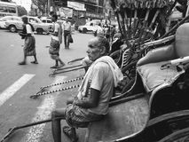 Rikschafahrer in Kolkata lizenzfreie stockfotos