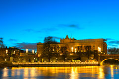 Riksdag大厦和Norrbro桥梁斯德哥尔摩,瑞典 图库摄影