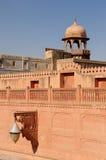 Rikt dekorerad fasad av en byggnad i Indien arkivfoto