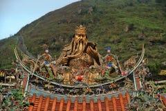 Rikt dekorerad staty av visa mannen, Taiwan royaltyfri bild