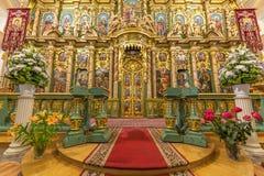Rikt dekorerat altare royaltyfri fotografi