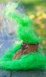 Rikt konstgjort gräs för liten leksakträsko royaltyfri fotografi