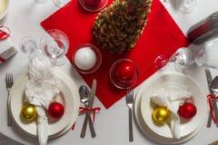 Rikt lagd tabell som är klar för julafton royaltyfri fotografi