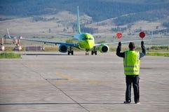 Rikta för flygplatsarbetare Royaltyfri Foto
