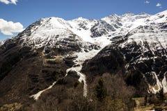 Riktning av glaciären som stiger ned från bergen Royaltyfri Fotografi