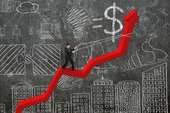 Riktning för affärsmankontrollpil av den röda trendlinjen med doodl Fotografering för Bildbyråer
