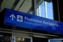 Riktning till den Fiumicino flygplatsen fotografering för bildbyråer