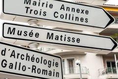 Riktnings undertecknar in Nice i Frankrike Royaltyfri Foto