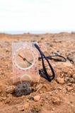 Riktningsbegreppsmetall Compassnorth, sand, kompass, riktning, lopp, utrustning, västra, södra som är östlig, resa, geografi, obj royaltyfri fotografi
