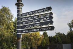 Riktningstecken på Cromarty i Skottland Royaltyfri Fotografi