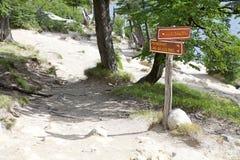 Riktningstecken på Lagunaen Capri på nationalparken för Los Glaciares, Argentina Arkivfoto