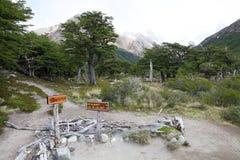 Riktningstecken på nationalparken för Los Glaciares, Argentina Arkivfoton