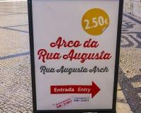 Riktningstecken till Augusta Street Arch - LISSABONET - PORTUGAL - JUNI 17, 2017 Royaltyfri Fotografi