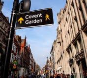 Riktningstecken till den Covent trädgården royaltyfria bilder