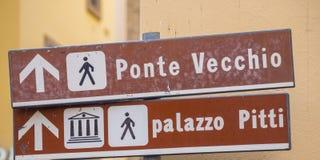 Riktningstecken till Ponte Vecchio i Florence Arkivbild
