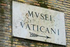 Riktningstecken till Vaticanenmuseerna Fotografering för Bildbyråer
