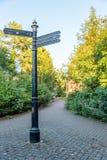 Riktningstecknet Northampton Town centrerar England UK Arkivbilder
