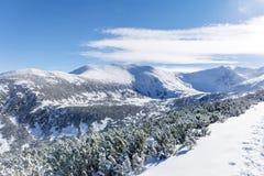 从Rila山,保加利亚的美好的冬天山风景 库存照片