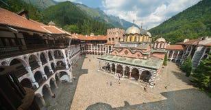 Rila-Kloster in den Felsen von Bulgarien Lizenzfreie Stockbilder