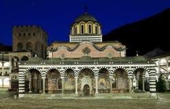 Rila kloster med en fallande stjärna royaltyfri foto