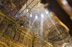Rila monasteru obrazów kościelny podsufitowy wnętrze, dziejowy monaster w Bułgaria zdjęcia royalty free
