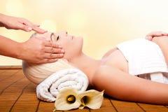 Rilassamento che vizia la stazione termale di massaggio fotografia stock libera da diritti