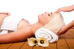 Rilassamento che vizia la stazione termale di massaggio fotografia stock