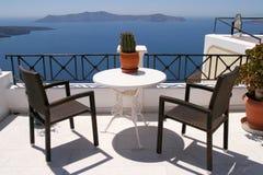 Rilassamento con un seaview, Thira, Santorini, Grecia Immagini Stock Libere da Diritti