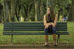 Rilassamento della giovane donna Fotografia Stock