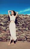 Rilassamento esile adorabile sensuale della donna Fotografia Stock