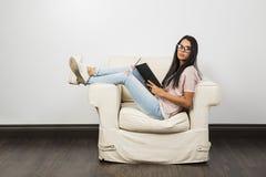 Rilassamento & lettura fotografie stock libere da diritti