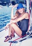 Rilassamento sulla barca a vela di lusso fotografie stock libere da diritti