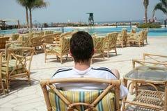 Rilassamento in una poltrona Fotografia Stock Libera da Diritti