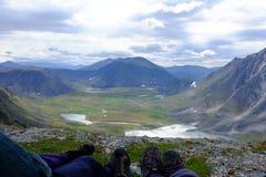 Rilassandosi alla cima della collina Fotografie Stock Libere da Diritti