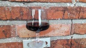 Rilassandosi con un vetro di vino rosso Immagine Stock Libera da Diritti