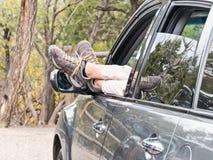 Rilassandosi su un viaggio stradale Immagine Stock
