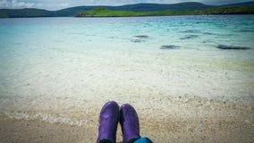 Rilassandosi sulla vacanza a Coral Beach in Claigan sull'isola di Skye in Scozia Fotografie Stock