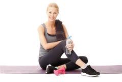 Rilassi dopo l'allenamento di forma fisica Fotografia Stock Libera da Diritti