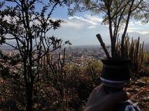 Rilassi il giorno con il compagno nelle montagne Fotografia Stock Libera da Diritti